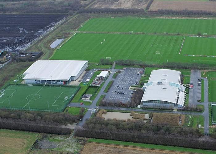 Тренировочная база «Юнайтед» - «Каррингтон» была открыта в 2000 году, а с 2002 стала клубной академией