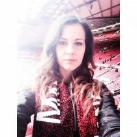 «Это лучший «Юнайтед» за 3 года, и эта команда становится всё лучше и лучше». Интервью обворожительной Каты из Венгрии
